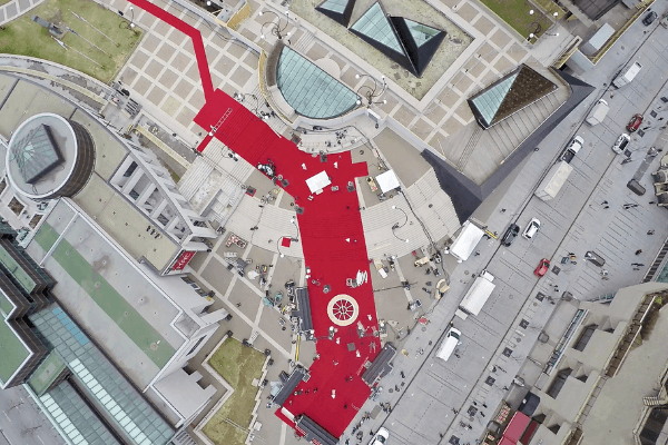 Installation of the largest outdoor red carpet in Canada